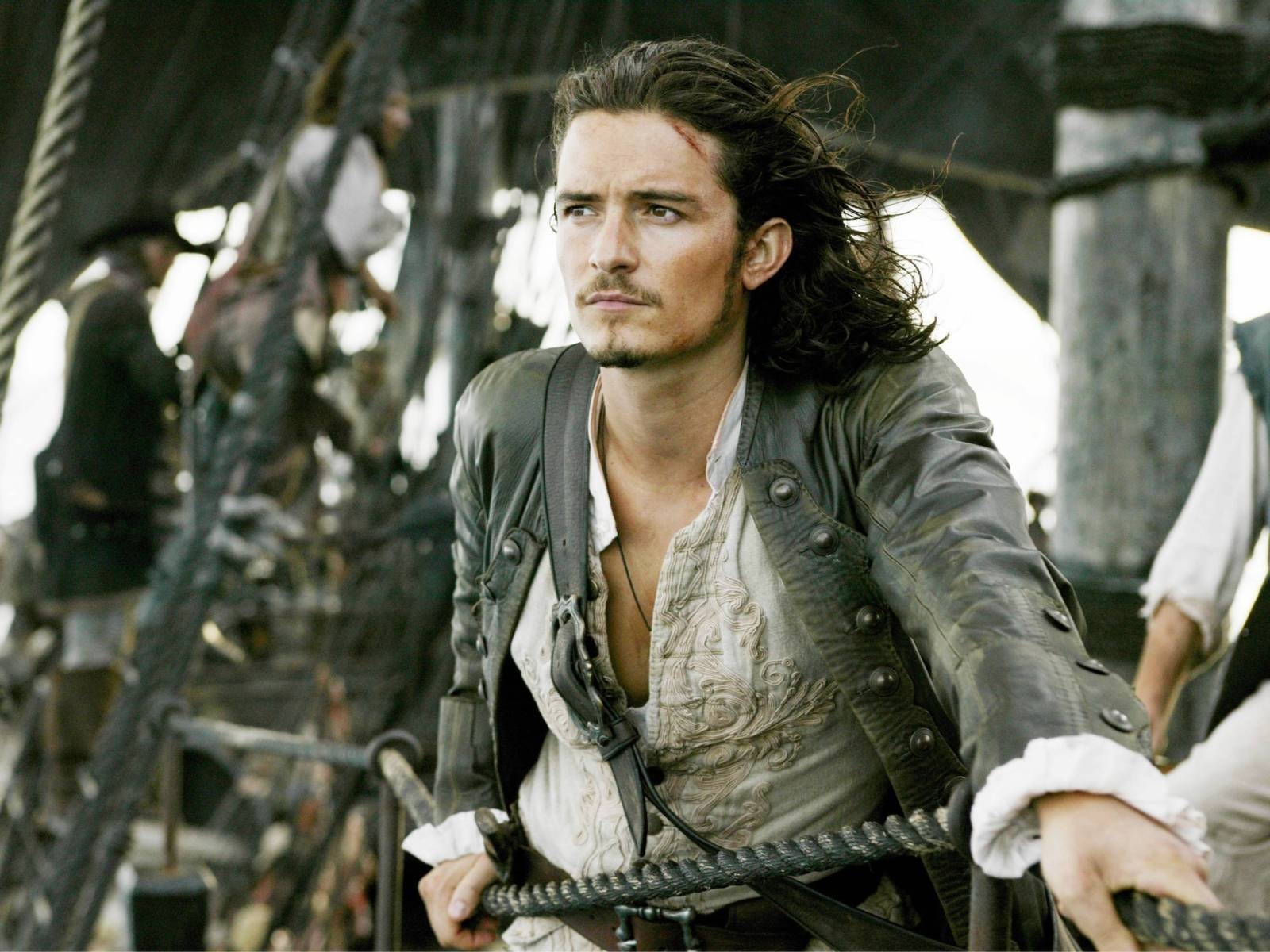 Orlando Bloom Officially Returning To 'Pirates Of The Caribbean'